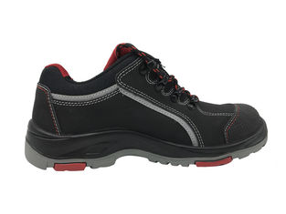 China Heat Resistance Slip On Steel Toe Shoes Genuine Leather Material Breathable Midsole supplier